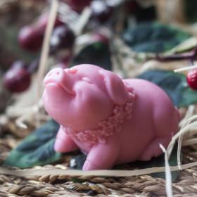 Мило свинка кокетка